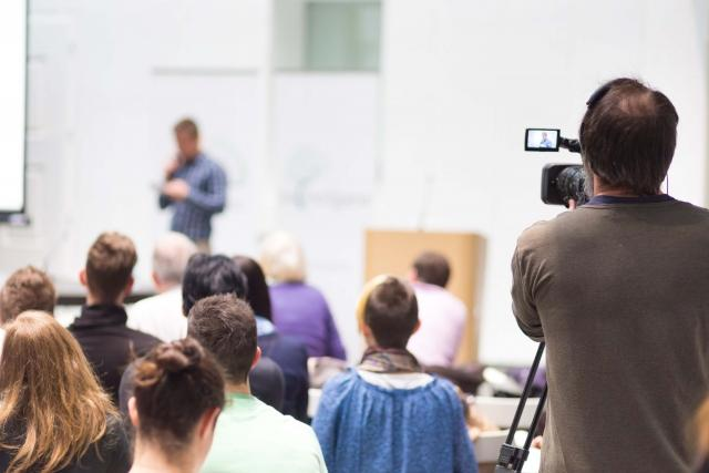Advantages & Disadvantages of Lecture Capture in Higher Ed