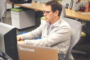 man-intensely-working-at-desk_600x400_a