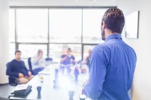 Présentation commerciale sur une réunion d'entreprise.