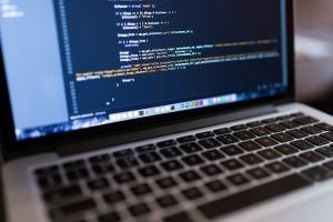 코드-on-laptop_600x400_a
