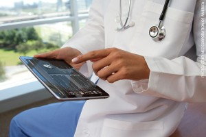 doctor-using-ipad_600x400_a